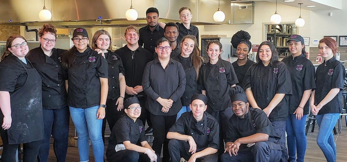 544 Cafe students in kitchen